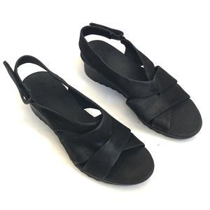 Clark's cloudsteppers caddell padded comfy sandals